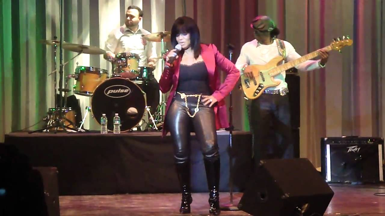 rebbie-performing
